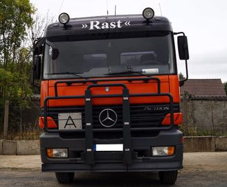 roter Mercedes Actros